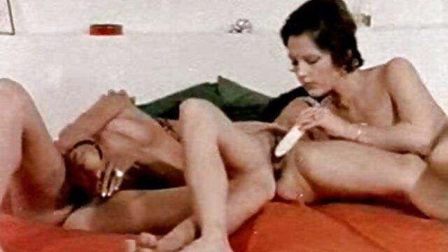 Masszázs lakás őrült szeretkezés pornó lány elcsábítja a lány lány lány
